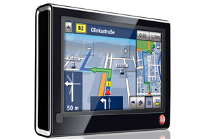 Das Falk F10 Navigationssystem soll das neue Flaggschiff unter den mobilen GPS Navis werden. Foto: Falk