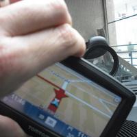 Tomtom xl2 navigogo test-dreh halterung (Foto: Jürgen Lück)