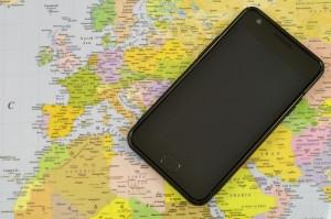Smartphone und Landkarte